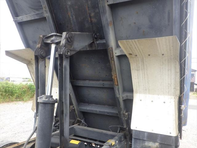 厚木営業所では常時100台以上の中古トラックを展示しています。毎日入庫する最新の中古トラックを厚木営業所にて直接ご確認いただくことも可能です。試乗や現物確認をご希望のお客様はお気軽にお申し付けください