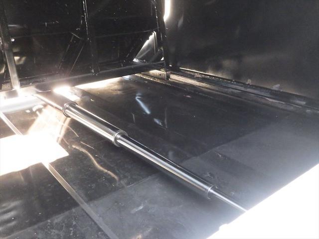 社名のシールはがし、故障部分の修理も対応済みです。もちろん納車後のメンテナンス、車検もサポートしていますので、安心してご利用いただけます。お問い合わせは0066-9708-3863まで!!