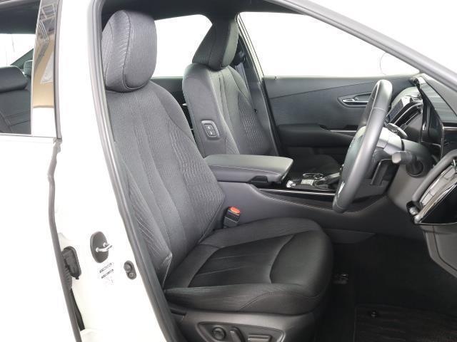 S Cパッケージ トヨタセーフティセンス(衝突回避システム)TSS+ICS搭載・SDナビゲーション・Bモニター・ETC・スマートキー・純正ドライブレコーダー・レーダークルーズコントロール機能・記録簿・ワンオーナー車(13枚目)