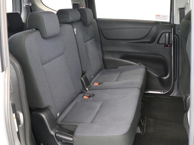 G 7人乗・ガソリン車・9,400km・トヨタセーフティセンス(衝突回避システム)TSS搭載・純正SDナビ・Bモニター・ETC・両側電動スライドドア・スマートキー・記録簿・トヨタロングラン保証付き(14枚目)