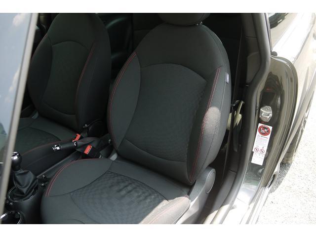 運転席、助手席ともに綺麗に保たれています♪