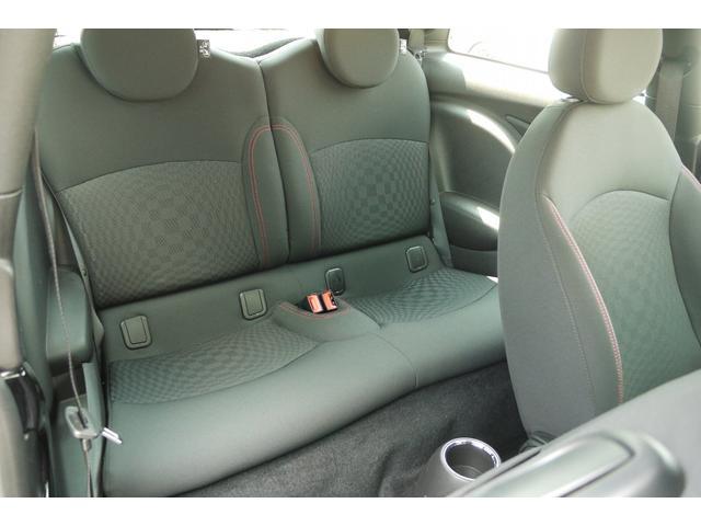 後部座席も座り心地が良くロングドライブも快適です♪