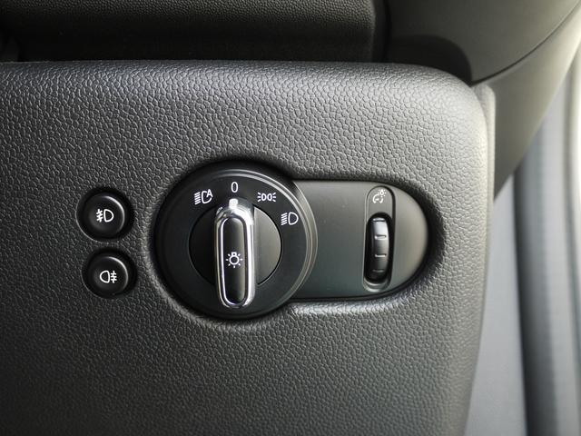 クーパーS コンフォートアクセス JCWステアリング 後期テール 純正ナビ Bluetooth USB AUX アイドリングストップ クルーズコントロール オートライト 17AW ETC スポーツモード(14枚目)