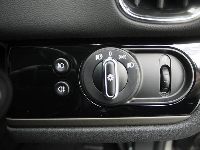 クーパーD クロスオーバー オール4 インテリジェントセーフティー アクティブクルーズコントロール LEDヘッドライト 18AW ETC シートヒーター パワーゲート オートライト アイドリングストップ バックカメラ Bluetooth(13枚目)