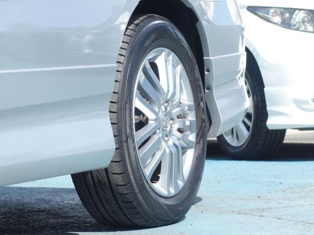 当店の中古車は、オートオークションから厳選して仕入れた後、店頭にてさらに第三者の評価検査を受けております。