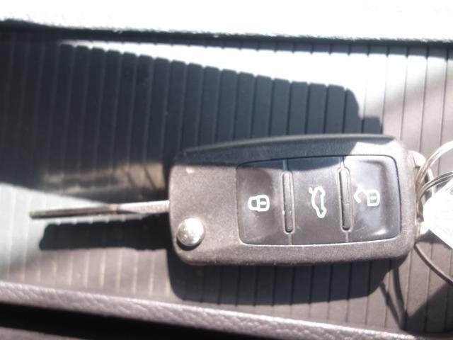 TSIトレンドラインプレミアムエディション 禁煙車 純正CDオーディオ AUX接続 キーレス ETC オートライト サイドバイザー Wエアバッグ ABS コーナーポール 純正15インチアルミ(21枚目)