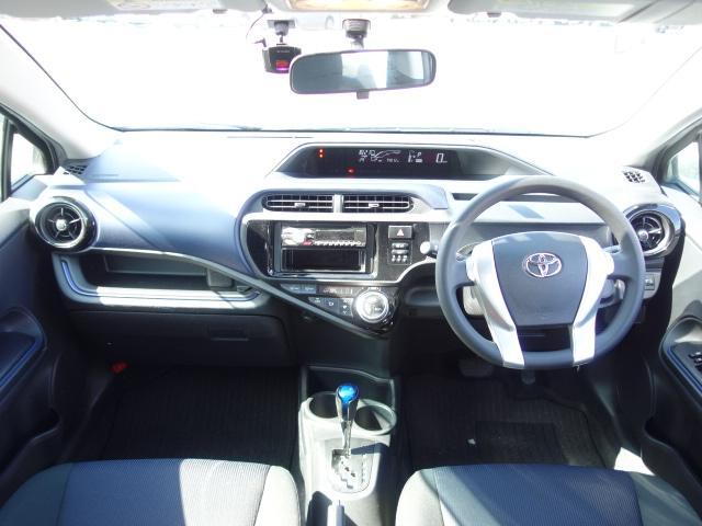 S 禁煙車 社外CDデッキ AUX接続 キーレス オートエアコン サイドバイザー Wエアバッグ ABS(10枚目)