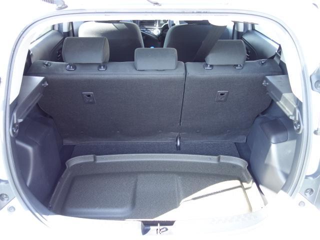 S 禁煙車 社外CDデッキ AUX接続 キーレス オートエアコン サイドバイザー Wエアバッグ ABS(18枚目)