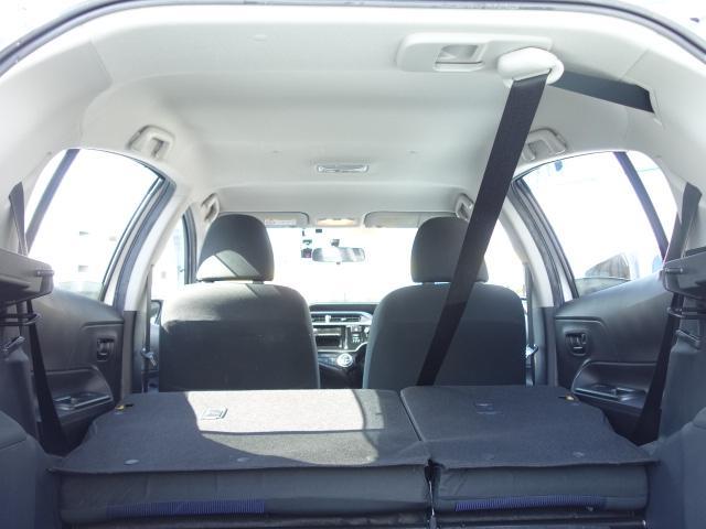 S 禁煙車 社外CDデッキ AUX接続 キーレス オートエアコン サイドバイザー Wエアバッグ ABS(19枚目)