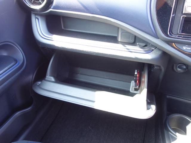 S 禁煙車 社外CDデッキ AUX接続 キーレス オートエアコン サイドバイザー Wエアバッグ ABS(22枚目)