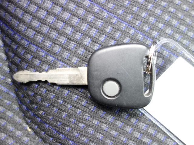 ハイブリッドFX 純正CDオーディオ AUX接続 キーレス アイドリングストップ シートヒーター サイドバイザー オートエアコン Wエアバッグ ABS(25枚目)