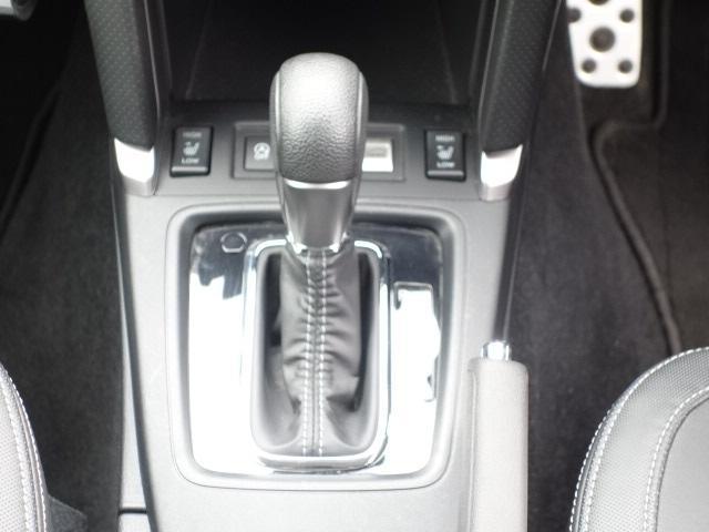 S-リミテッド ハーフレザーシート ワンーオーナー 禁煙車 純正SDナビ Bluetooth対応 フルセグTV スマートキー ETC バックカメラ クルーズコントロール パドルシフト アイドリングストップ アイサイト(12枚目)