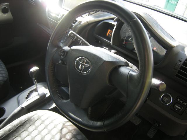 トヨタ iQ 100G ワンセグナビキセノン禁煙車プッシュスタートインテリ