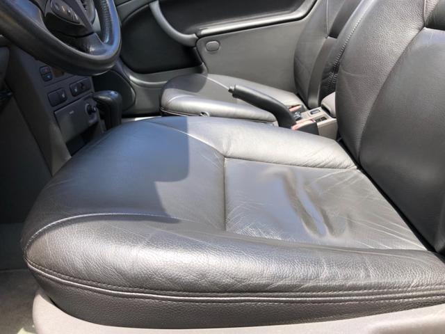 運転席は多少のシワは御座いますが、18年経過とは思えない程、良い状態で保たれております。お問い合わせは。無料電話0066-9703-9879までご遠慮なくご連絡下さいませ。