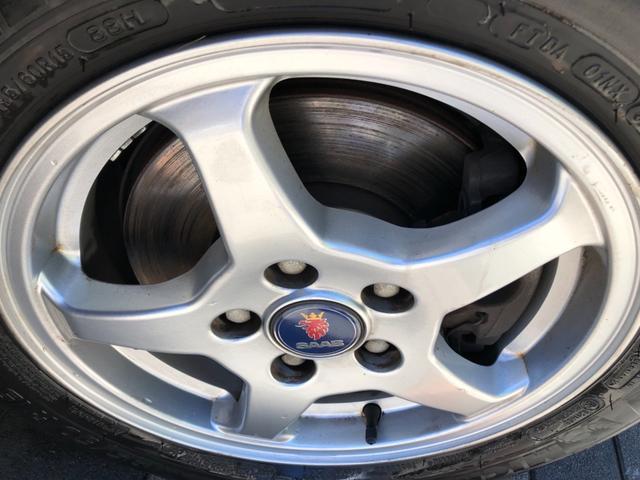 ホイールの傷が少ないので大事に運転されていた事でしょう。タイヤは2016年製造ミシュラン エナジーセイバーで御座います。劣化も無く、溝もまだ残っておりますので安心してお乗り頂けます♪