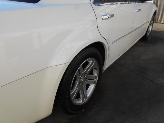 お車に詳しくないお客様もご安心下さい!当店スタッフが詳細な点までしっかりご説明致します!車の事だけでなく、ローンの手続きや購入の流れ等小さな疑問も当店で解決させて下さい!
