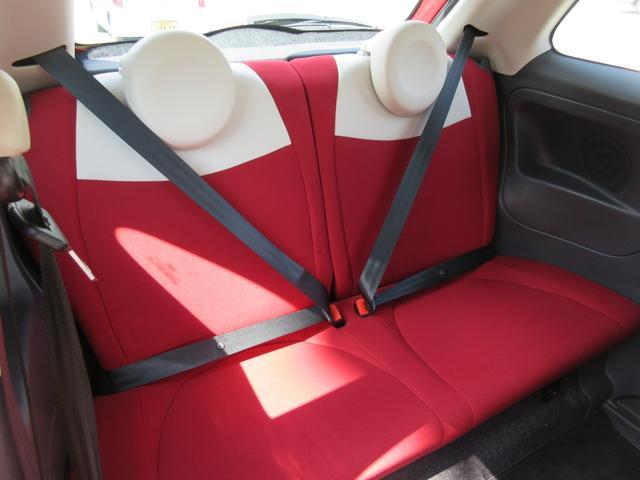 ☆後席リアシートだってもちろんこんなにも綺麗な状態を保持して御座います。!☆狭いと思われがちな500も大人4人なら十分ゆったりと乗れますよ。