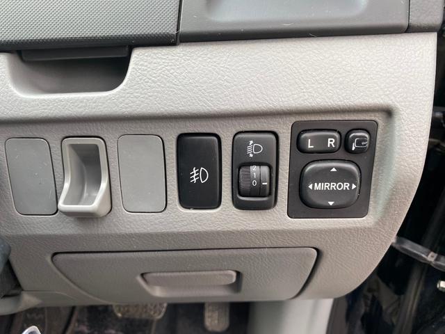 X 両側電動スライドドア ナビ CD DVD再生 バックカメラ キーレス 社外アルミホイール 3列シート エアコン パワステ パワーウィンドウ 運転席助手席エアバッグ 電格ミラー(17枚目)
