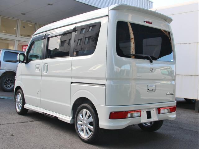 車両本体価格+7万円で、7インチワイドナビ、フロアマット、ドアバイザー、ETC、コーティングが付いてきます。