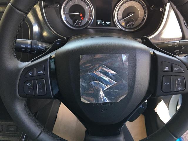 チルトだけでなくテレスコピックステアリングが装備されているので、適切なドライビングポジションが取りやすいです♪