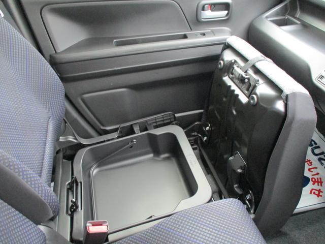助手席の下には収納ボックスがございます!
