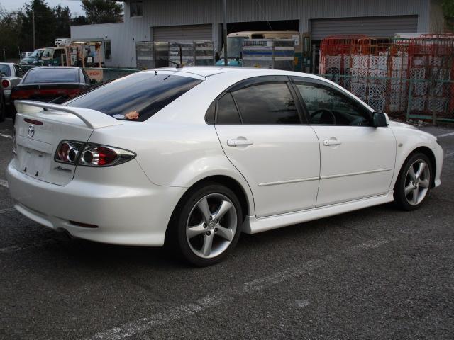 ナンバーのない車でも広い場内で試乗も可能ですので安心して購入できると思います。