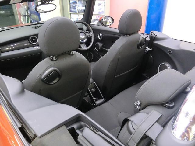 お車の状態は内外装共にとても綺麗な状態を保っておりお勧め出来る1台!同年式の車と比べられましたら大事に乗っておられたことを実感していただけるはずです♪