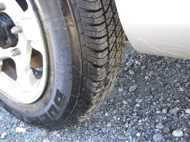 タイヤの溝もしっかりありますので、乗り出しで余計な費用が掛かることもありません。
