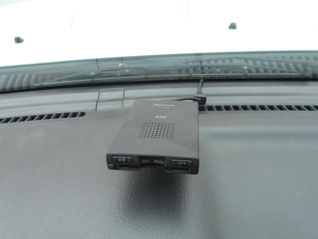 ワンオーナー禁煙/ナビ/ETC/4WD/シートヒーター/レザーシート/社外マフラー/ドアミラーヒーター/1年保証(6枚目)