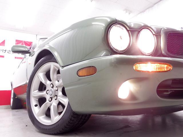 ジャガー ジャガー XJR 4.0スーパーチャージドV8 ベージュ革電動シート