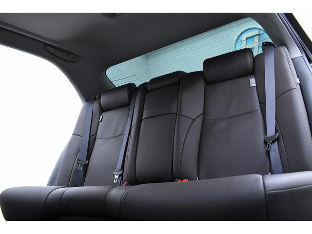 後部座席もゆったりしていてご同乗の方も快適にお過ごしいただけます。