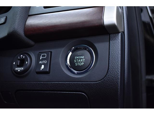 プッシュスタートはボタンひとつでエンジン始動も楽チン♪スマート機能も搭載されておりますのでドアの開け閉めも楽々♪一度使うと手放せませんね^