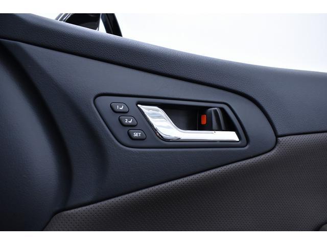 高級車ならではのシートメモリー機能付きです。