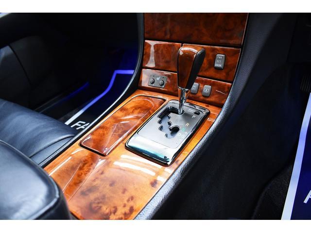 eR仕様 後期モデル・黒革・サンルーフ・LOWSTYLE・20inクラブリネアL566アルミホイール・メッキピラー・クルコン・メモリーパワーシート・シートヒーター純正ナビ・バックモニター(30枚目)