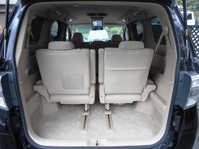 ☆室内広々でお仕事や旅行など色々使えて便利な車です♪
