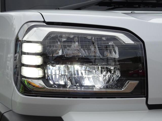 ≪LEDヘッドライト≫ 白く明るい光で夜間走行の安心感を高めます! 乗車人数や荷物の量に応じて照射軸の上下方向を自動調整するオートレベリング機能付きです!