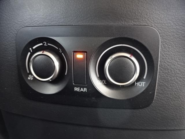 HDD地デジフルセグナビ・後席フリップダウンモニター・ガラスコーティング・社外アルミ・社外マフラー取付など、各種オプションもご用意しております。