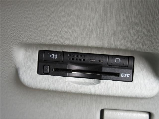 S バックカメラ ナビ&TV DVD再生 DVD再生機能 リヤカメラ ナビTV ワTV CDオーディオ HDDナビ ETC エアコン PW キーフリー エアB パワステ ABS Wエアバッグ サイドSRS(18枚目)