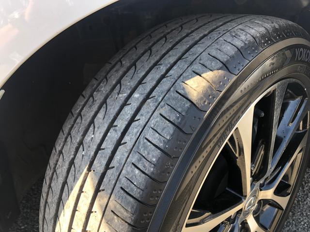 タイヤは安心の国産メーカーヨコハマ製です。ミニバン専用RV02で、前後9部山。状態は良好です。