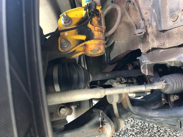 GTはビルシュタイン足回りです。ブーツの破れや走行に支障が出るようなサビ腐食、オイル漏れなどもございません!下周りも良好です。
