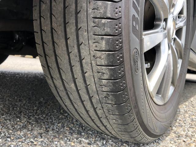 タイヤは安心の国産メーカー品です。ヨコハマ製ミニバン専用タイヤ、前後7〜8部山程度でまだまだ使用可能です。