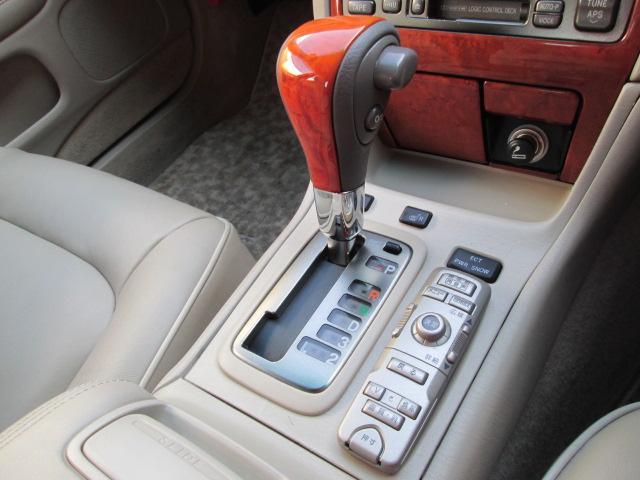 トヨタ プログレ NC300 ウォールナットパッケージ