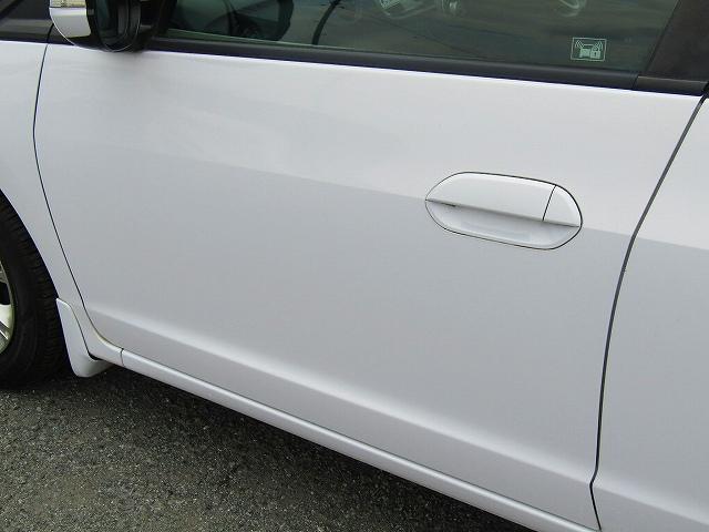 L ワンオーナー車 キーレスエントリー 純正15インチアルミホイール キセノンライト オートライト 電動格納ウィンカーミラー 純正2DINオーディオ AUX接続 フロアマット サイドバイザー(29枚目)