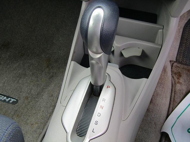 L ワンオーナー車 キーレスエントリー 純正15インチアルミホイール キセノンライト オートライト 電動格納ウィンカーミラー 純正2DINオーディオ AUX接続 フロアマット サイドバイザー(51枚目)