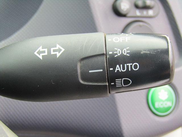 L ワンオーナー車 キーレスエントリー 純正15インチアルミホイール キセノンライト オートライト 電動格納ウィンカーミラー 純正2DINオーディオ AUX接続 フロアマット サイドバイザー(55枚目)