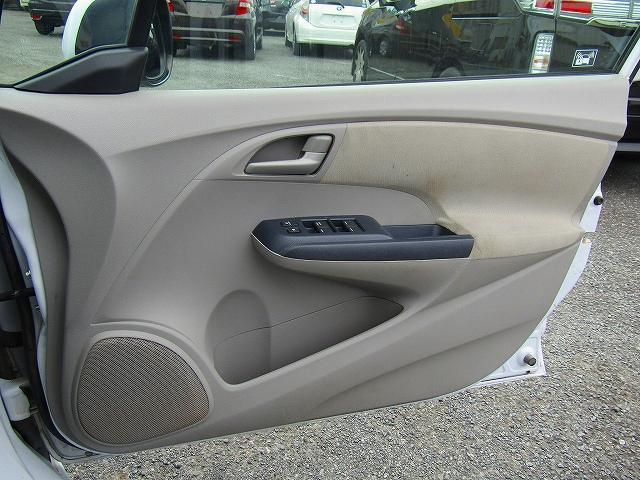 L ワンオーナー車 キーレスエントリー 純正15インチアルミホイール キセノンライト オートライト 電動格納ウィンカーミラー 純正2DINオーディオ AUX接続 フロアマット サイドバイザー(60枚目)