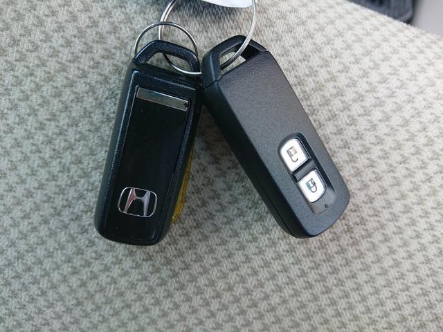 G・Lパッケージ HDMI/USB接続スマートフォン連携ディスプレイオーディオ Bluetooth接続 バックカメラ サイドカーテンエアバッグ HIDオートライト アイドリングストップ バニティミラー シートリフター(19枚目)
