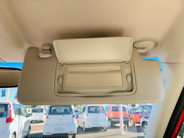 【バニティミラー】うっ…目にゴミが…なんてとき、サンバイザーの後ろについている鏡があります☆(※運転中のご使用はお控えください。)