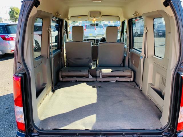 シートを倒せばフルフラットシートに変身!大きな荷物でも楽々収納ができます。