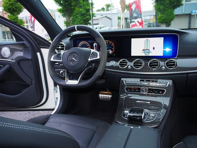 E63 S 4マチック+ AMGカーボンセラミックブレーキ AMGビッグキャリパー AMG専用鍛造20インチホイール フルオプションカーボンボディキット+カーボンインテリア セーフティドライブ オプションフル 保証書取説(11枚目)